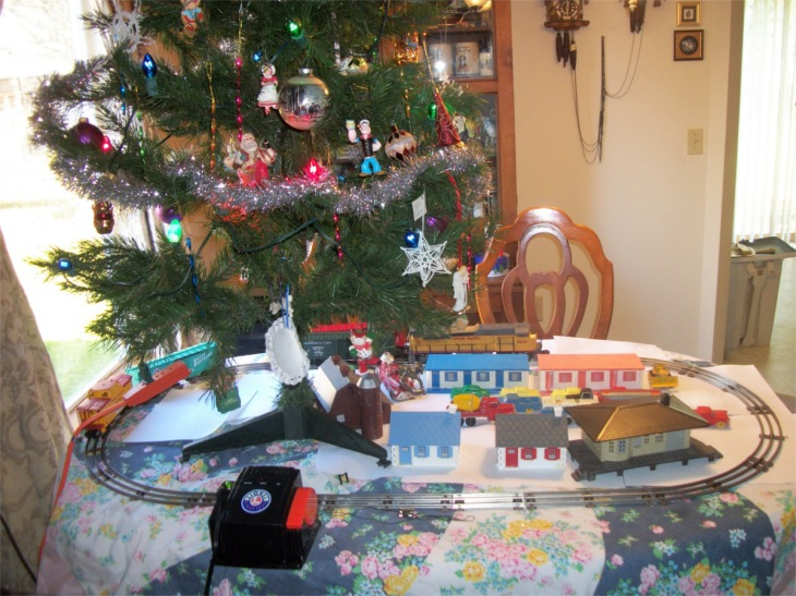 Christmas tree and train